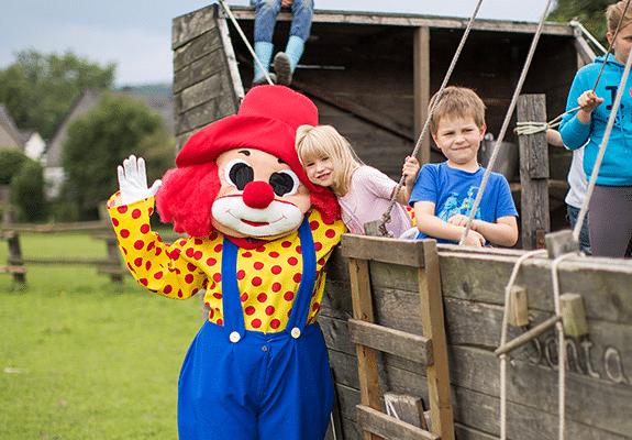 Clown Happy Club Kunterbung Abenteuerurlaub für Kinder